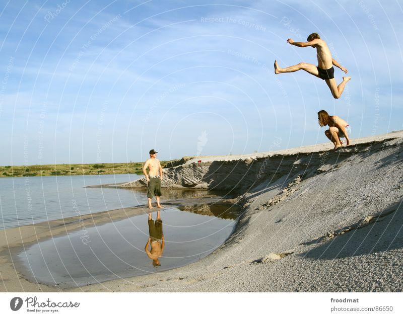 flugente springen Pfütze Sommer Aktion reflektion. tagebau fliegen Wüste Wasser Freude Dynamik Himmel Schatten hoch Schwimmen & Baden
