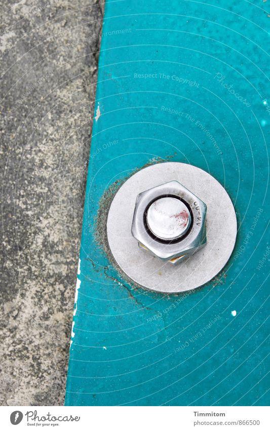 Halt.bar Schraube Schraubenmutter Kreis Linie Beton Metall ästhetisch einfach fest Sauberkeit grau türkis silber Farbfoto Außenaufnahme Menschenleer