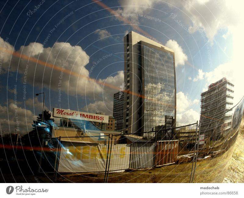 RÜCKBLICKEND BETRACHTET Himmel Stadt blau schön Sonne Wolken Haus dunkel Fenster kalt Straße Wärme Leben Architektur Traurigkeit Herbst