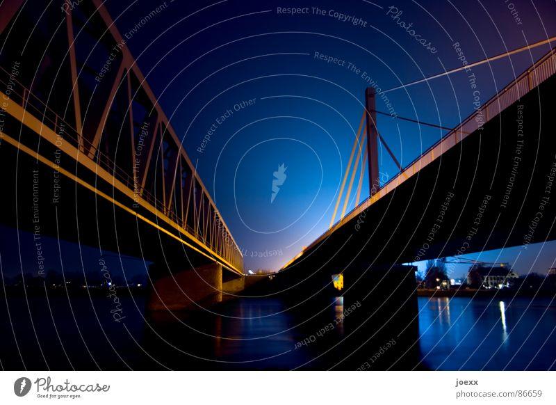 Vanishing Point Himmel hell Beleuchtung Brücke Elektrizität Fluss Autobahn Stahl Schifffahrt Neonlicht Trennung verbinden Brückengeländer Rhein Übergang Nachtaufnahme