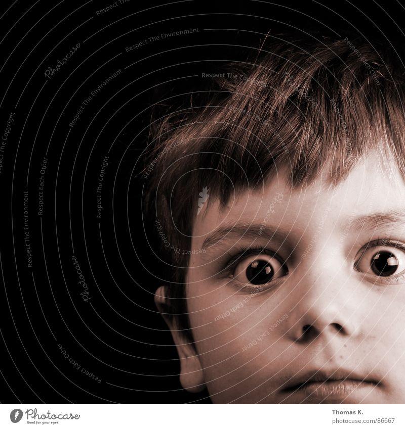 Dialogue with Intuitive Continuation Blick Überraschung erschrecken erstaunt Porträt schwarz Kleinkind Angst Panik Aussicht Glubschauge Entsetzen fixieren