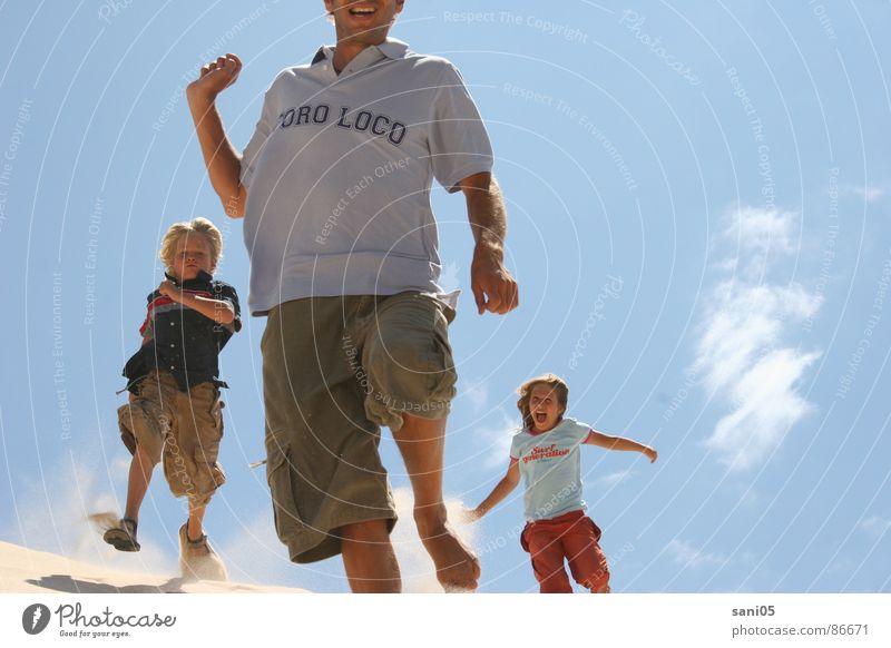 La Dune Kind Sommer Freude Spielen Freiheit Aktion Stranddüne Spanien Blauer Himmel Tarifa
