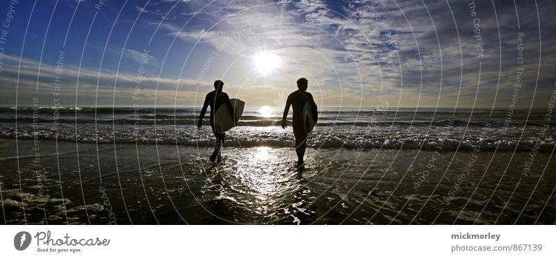 Into the sun Meer Erholung Freude Strand Küste Sport Stil träumen Lifestyle Wellen verrückt Schönes Wetter Fitness Coolness Abenteuer sportlich