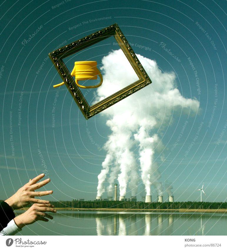 kanne fällt aus dem rahmen mit händen und kraftwerk plus windrad Hand Himmel Freude Wolken Erneuerbare Energie fliegen Luftverkehr Windkraftanlage Handwerk