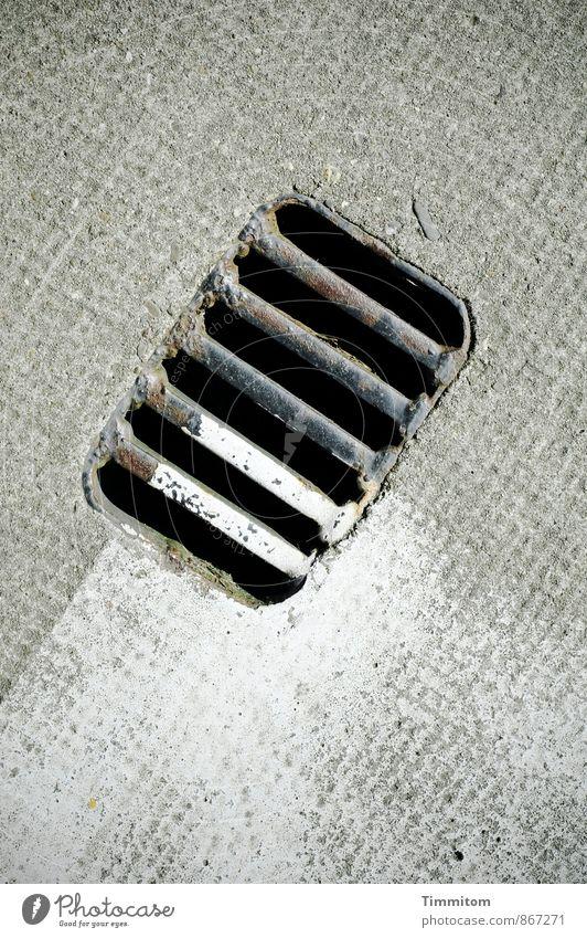Same Old Story! Bodenbelag Abfluss Gitter Farbe Rechteck Beton Metall Linie warten ästhetisch einfach grau schwarz weiß Gefühle trocken Farbfoto Gedeckte Farben