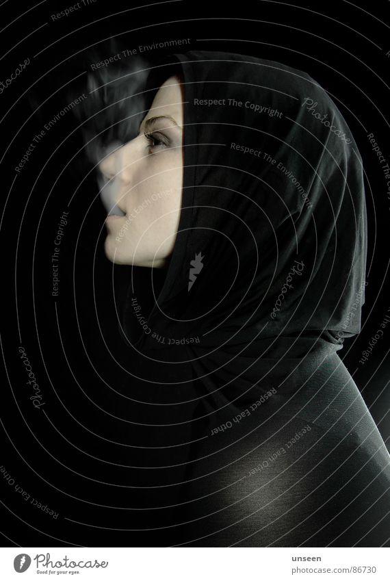 sure as hell Frau schwarz Zigarette Silhouette Kapuze dunkel Rauch Gesicht Profil