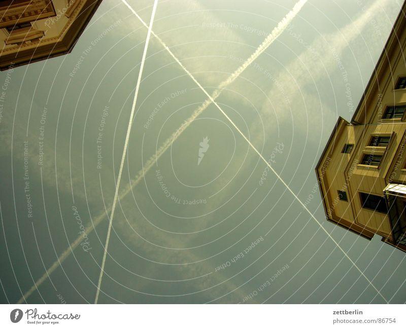 Luft Verkehr Luftverschmutzung Ozonloch Kondensstreifen Haus Luftverkehr Himmel Luftraum Klimawandel aufwärts himmelwärts Froschperspektive