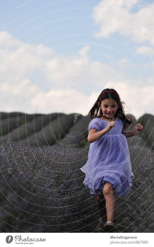 Mensch Kind Natur Ferien & Urlaub & Reisen blau Pflanze schön Sommer Sonne Landschaft Mädchen Freude Bewegung Gefühle natürlich Stil