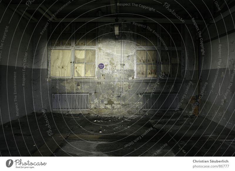 THE SECRET ROOM dunkel Fenster Raum Angst verfallen Ruine Heizkörper Platzangst verrotten Kammer