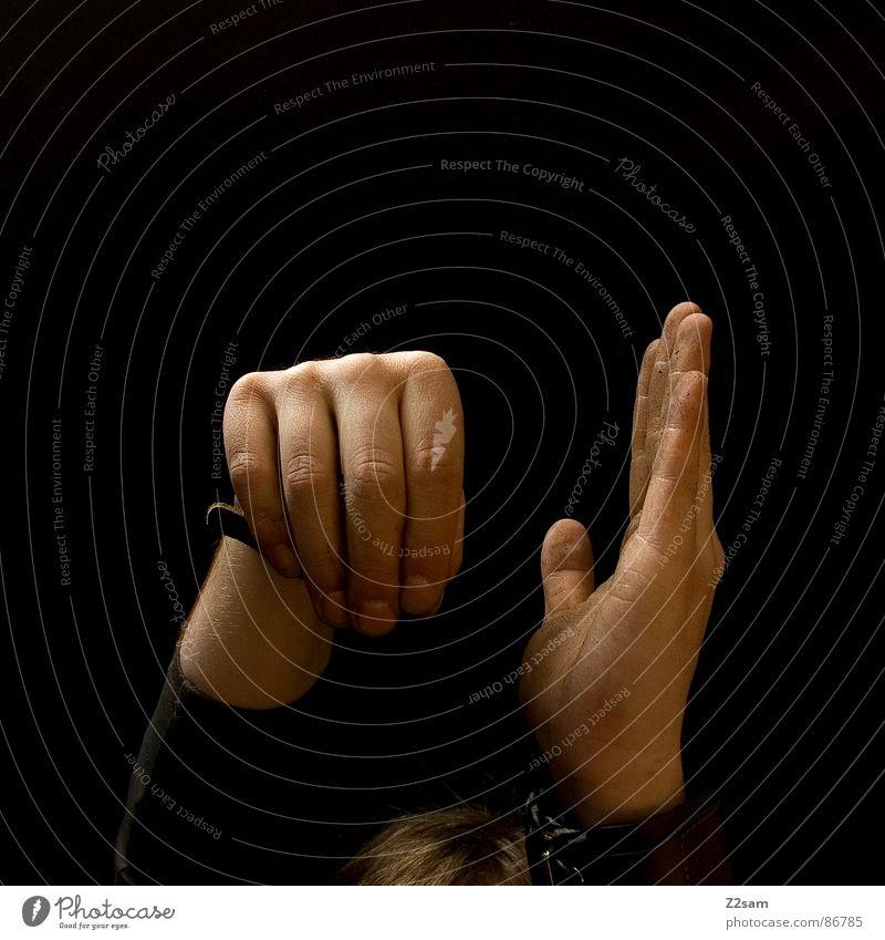 erleuchtung Erkenntnis Hand Handfläche Finger Stil dreckig Mensch schwarz nebeneinander Mann man up oben hand ergeben konstrast hands hoch Arme dirty Gliedmaßen