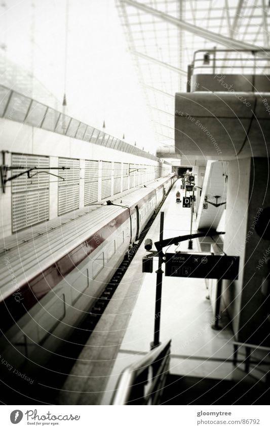 paris train station Paris U-Bahn Bahnhof Straßenbahn Trainer