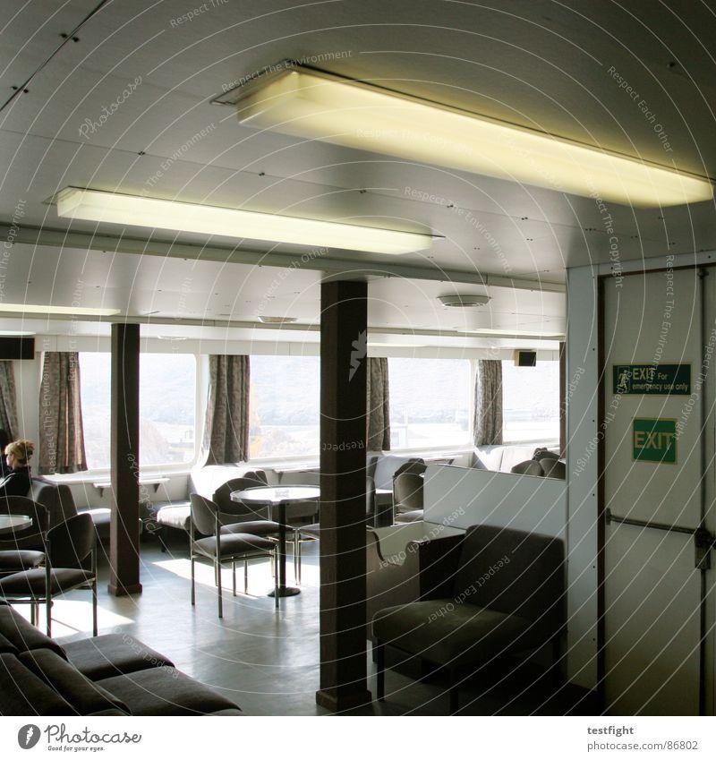 exit Mensch grau Wasserfahrzeug braun Raum sitzen warten Tisch Stuhl Bank Rauchen Schifffahrt Sitzgelegenheit Festessen Neonlicht Siebziger Jahre