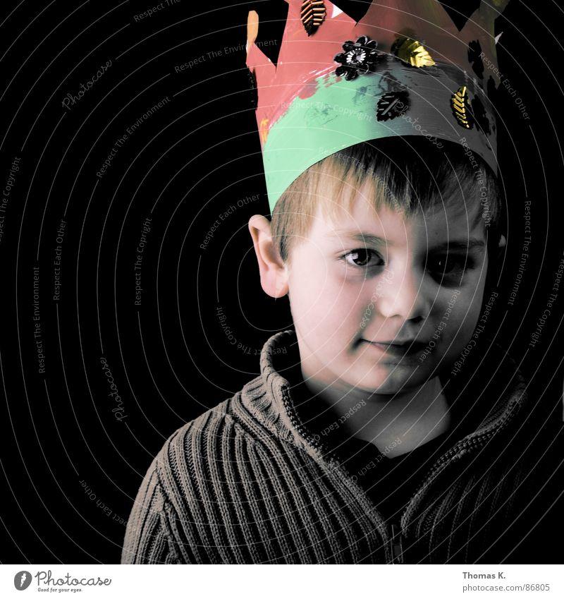 Words are very unnecessary.... klein Weste Porträt Kopf Kleinkind Junge Stammhalter lachen Freude König Baumkrone Schatten kleines kind leises lachen grinsen