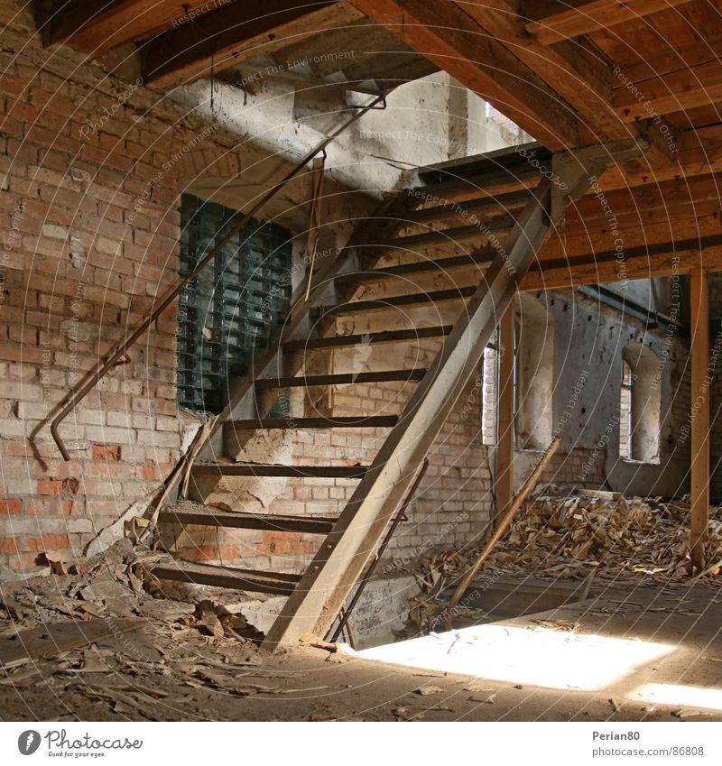 Stairs Einsamkeit Treppe verfallen Ruine Bauschutt Balken