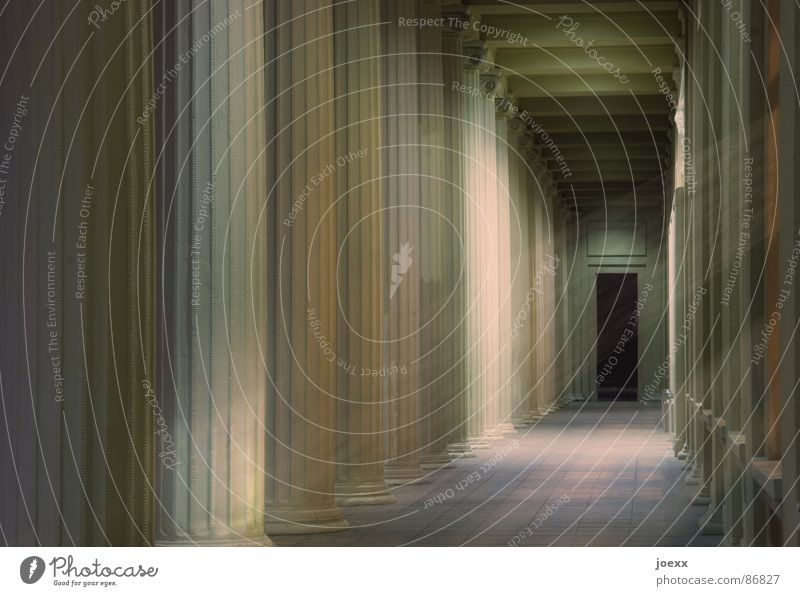 Am Ende kein Licht Einsamkeit Ferne Tod Fenster Stein Wege & Pfade Beleuchtung Tür Nebel Trauer Friedhof Bodenbelag Tor Schmerz Umzug (Wohnungswechsel) Eingang