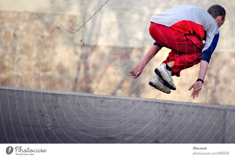 parkour Jugendliche Sport Spielen Bewegung fliegen Kultur Dynamik trendy Freak Hardcore extrem Salto Akrobatik Trick Funsport Le Parkour