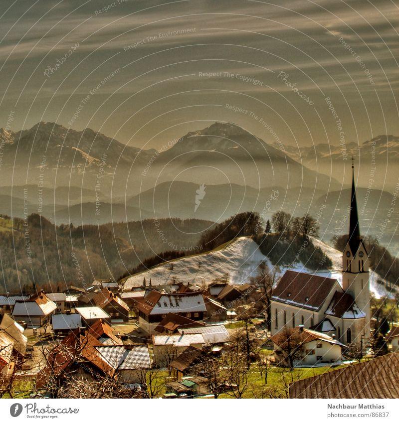 dörfchen Dorf Nebel Haus Bergkette Bergbewohner Kuhdorf Nebelschleier Nest Hochebene Kleinstadt Schleier Alm Berge u. Gebirge Himmel trübung Dorfschule