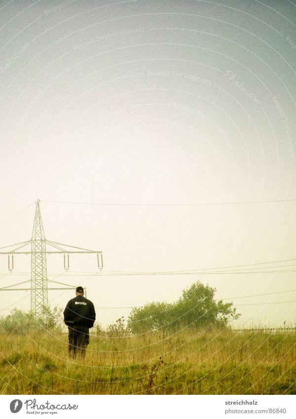 Security beschützt die Wiesen alt Wiese Traurigkeit Industrie Sicherheit Energiewirtschaft Elektrizität DDR Stromtransport Hochspannungsleitung Strömung konservativ Stromverbrauch Altwaren antiquarisch Stromausfall