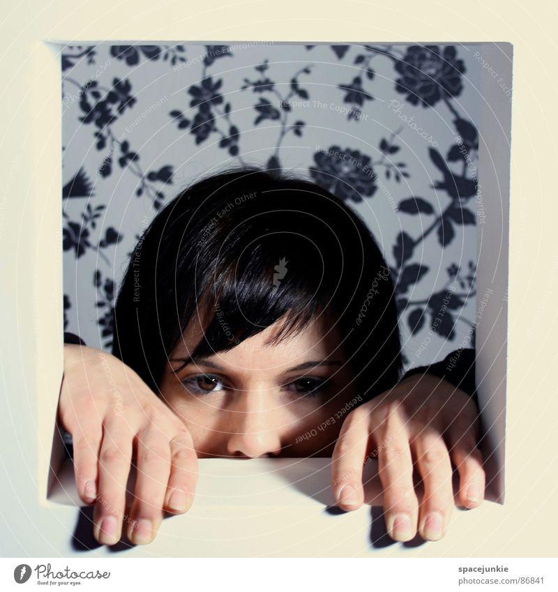 Ausblick Frau Fenster Regal Hand eingeengt Ausbruch Hoffnung Tapete Versteck Gefühlsausbruch Fensterbrett driften resignieren Waldwiese Aussicht Trauer