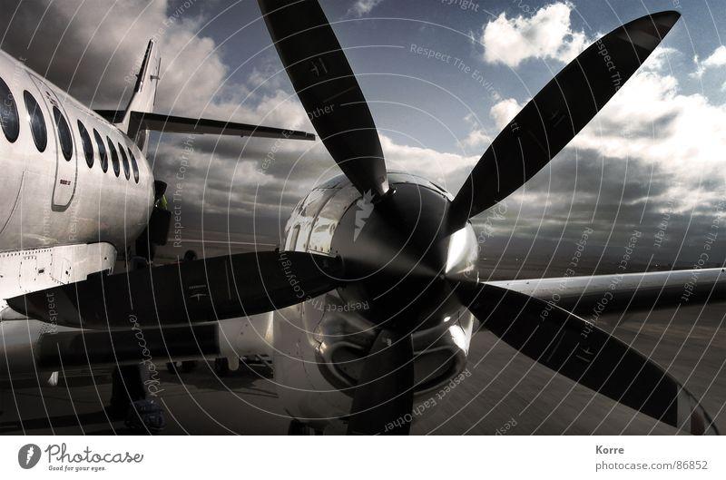 Expedition ins Nirgendwo Himmel Ferien & Urlaub & Reisen Wolken grau Kraft Metall Flugzeug Wind fliegen Ausflug modern Luftverkehr Abenteuer Zukunft Technik & Technologie nah