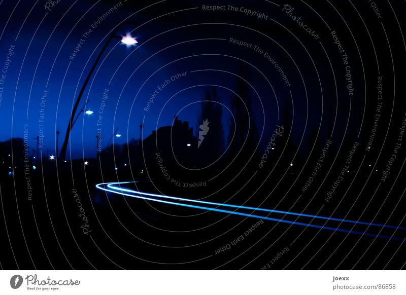Leuchtspuren II Straße Fenster PKW Straßenverkehr Verkehr Brücke Autobahn Verkehrswege Kurve Fensterscheibe Straßenbeleuchtung Straßenbelag Scheinwerfer Biegung Landstraße Leuchtspur