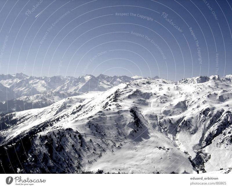 Freiheit über den Wolken blau Landschaft ruhig Ferne Winter Berge u. Gebirge Schnee Felsen Horizont Tourismus frei Schönes Wetter Alpen Schneebedeckte Gipfel