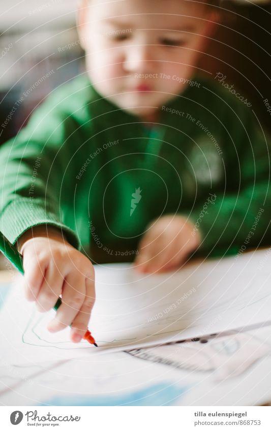 Rechtshänder Freizeit & Hobby maskulin Kind Junge 1 Mensch 3-8 Jahre Kindheit Maler Pullover machen zeichnen grün Kreativität konzentrisch Filter planen