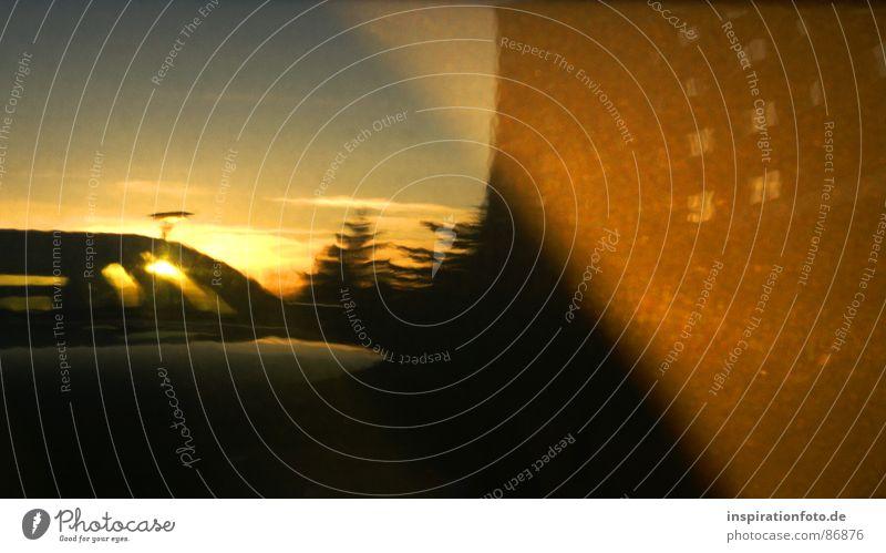 keine Ahnung Reflexion & Spiegelung Baum Haus obskur Reflektion Lack PKW Sonne Himmel Großplatte Abend orange