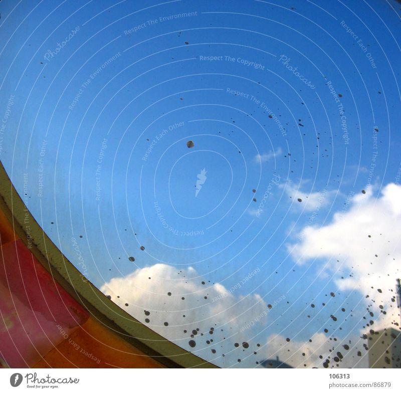 OPTISCHES BAUTEIL #4 Baracke reinschauen Spiegel Streifen rund konvex Verkehr Schatten Spiegelbild Wolken Dresden Straßennamenschild Kommunizieren