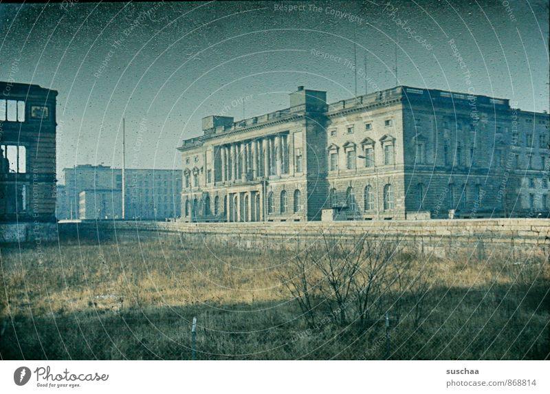 alte dia aufnahme von berlin - einst in deutschland Stadt Hauptstadt Menschenleer Ruine Bauwerk Gebäude Architektur Sehenswürdigkeit Beton Verfall Vergangenheit