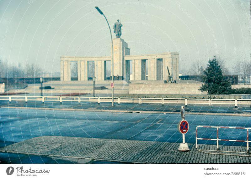 einst in deutschland .... Kultur Stadt Hauptstadt Menschenleer Bauwerk Architektur Sehenswürdigkeit Denkmal Beton alt Vergangenheit Vergänglichkeit historisch