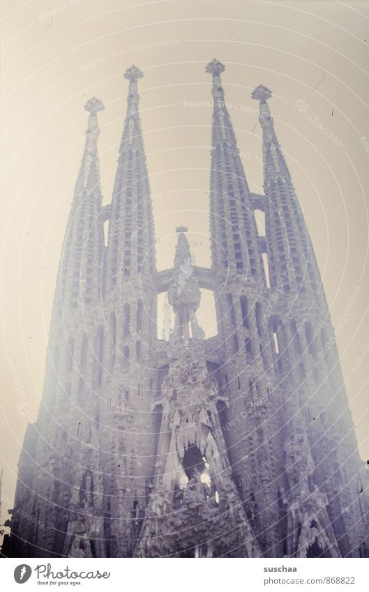 kirche Architektur Kultur Stadt Kirche Dom Bauwerk Gebäude Sehenswürdigkeit alt gigantisch Gesellschaft (Soziologie) Religion & Glaube Vergangenheit