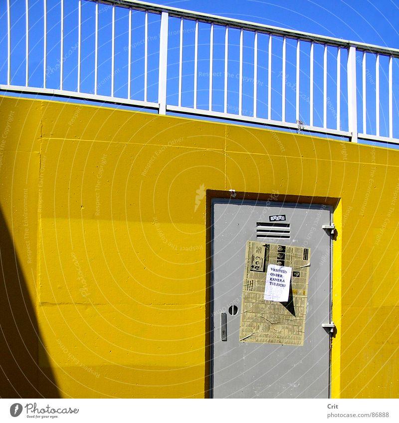 door Blauer Himmel Zeitung ungesetzlich Detailaufnahme Sicherheit Werbung hidden door grey tone yellow wall paper advertising gray shape color colorfull