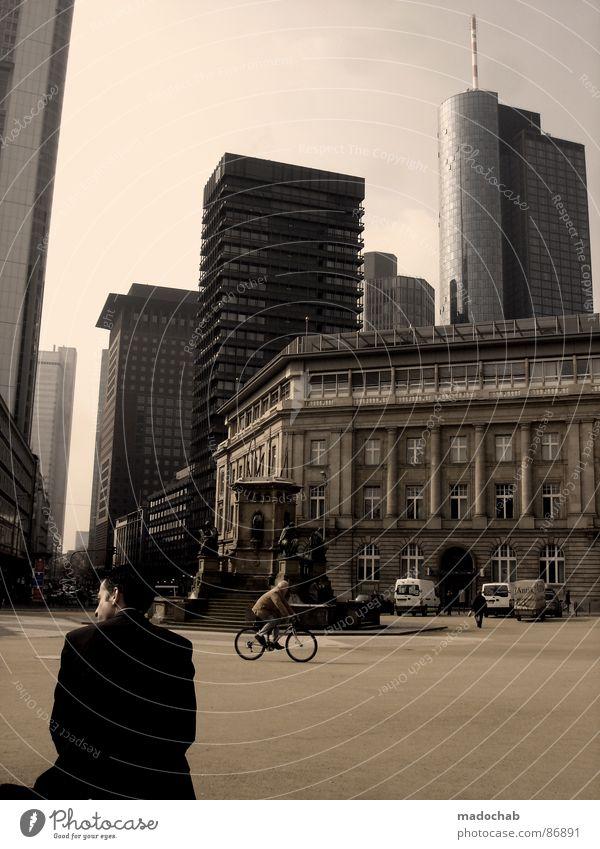 MAINHATTAN BREAKDOWN Mensch Himmel Mann Stadt blau Wolken Haus Fenster Leben Architektur Gebäude Freiheit fliegen oben Arbeit & Erwerbstätigkeit Wohnung