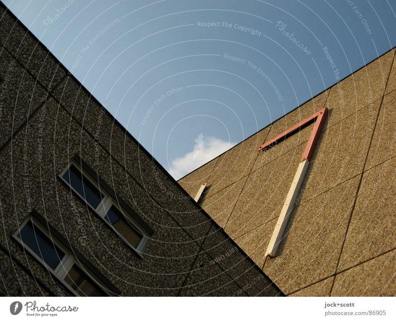 Fassade oder auch Was ist es? Plattenbau eckig hässlich Politik & Staat Irritation DDR Ministerium für Staatssicherheit Gedeckte Farben Detailaufnahme abstrakt