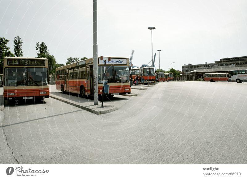 mediterranean homesick blues Sonne Stadt Einsamkeit warten fahren Asphalt Bahnhof Bus Flucht Fahrzeug verloren Fernweh Süden Teer unterwegs
