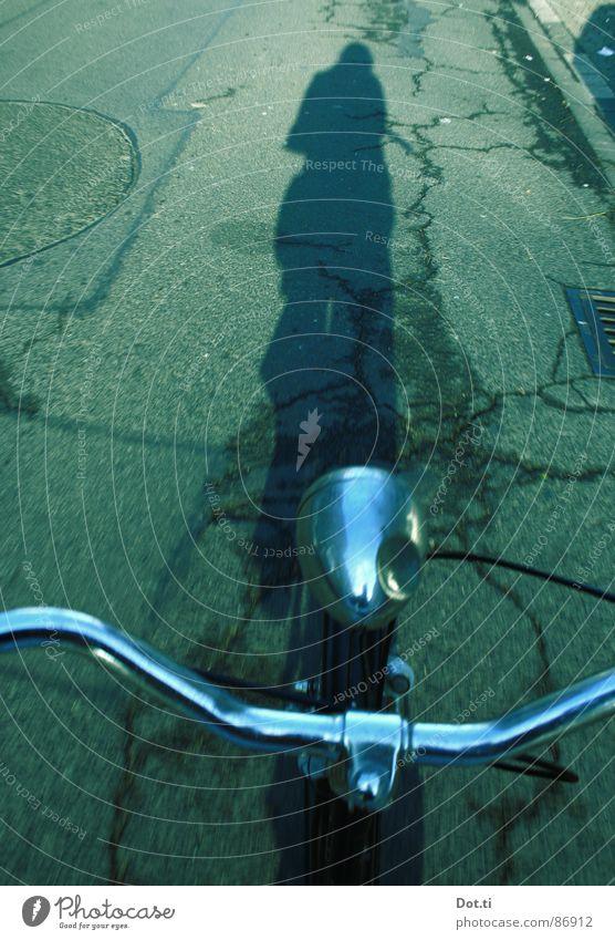 velo city Fahrrad Asphalt Fahrradfahren unterwegs Bildausschnitt lenken Fahrradlenker Fahrradlicht