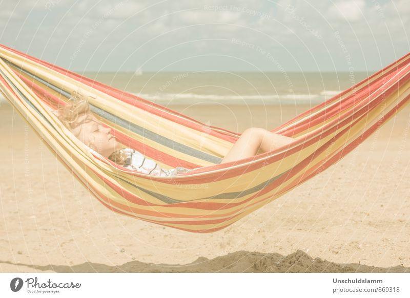 Sommerpause Mensch Kind Ferien & Urlaub & Reisen Sommer Meer Erholung ruhig Mädchen Strand Leben Glück liegen träumen Lifestyle Idylle Kindheit