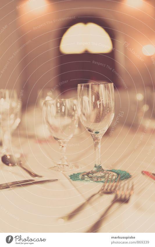 festlich gedeckter tisch Abendessen Büffet Brunch Festessen Geschäftsessen Geschirr Teller Glas Sektglas Besteck Gabel Löffel Prosecco Champagner Wein Lifestyle
