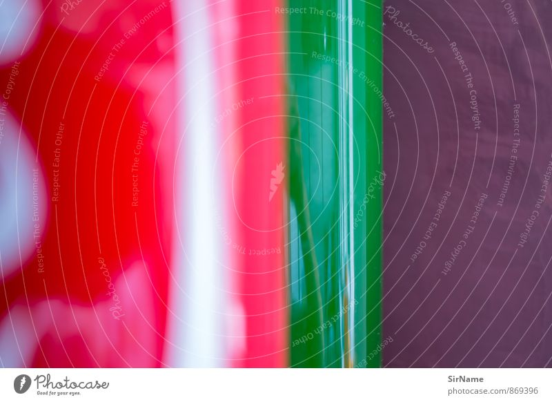 268 [surfaces] Glas Innenarchitektur Dekoration & Verzierung Mauer Wand Kitsch Krimskrams Vase ästhetisch frisch glänzend modern stark grün violett rot weiß