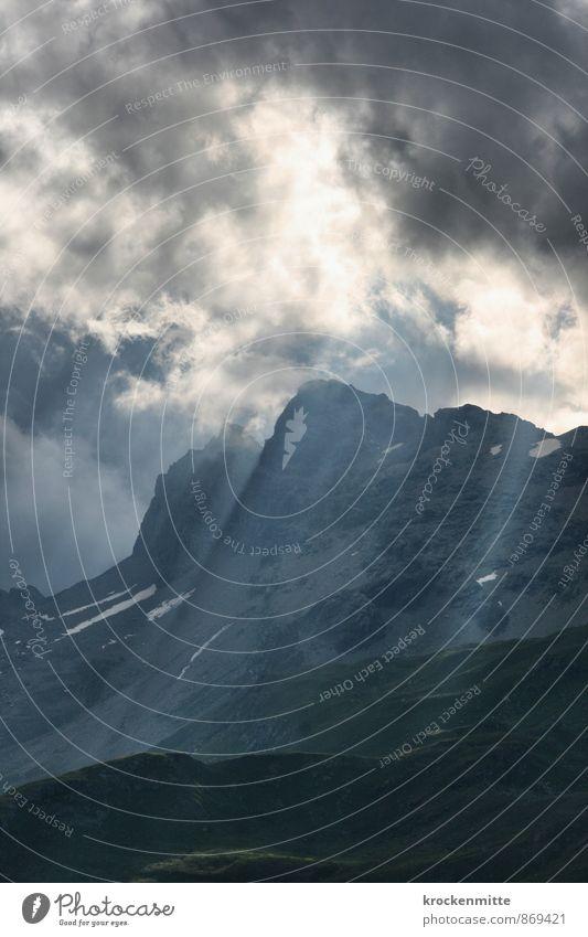 Wo Sagen entstehen Umwelt Natur Landschaft Urelemente Himmel Wolken Gewitterwolken Sonnenlicht Hügel Felsen Alpen Berge u. Gebirge Gipfel Schneebedeckte Gipfel