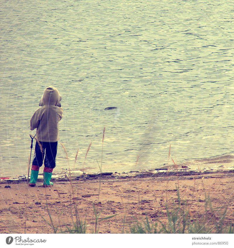 Allein in Freiheit See Angeln Gewässer Meer Täufling Schifffahrt Wasserbehälter hydrophob gießen Mineralwasser Polarmeer Junge Elektrizität aquatisch hydrophil