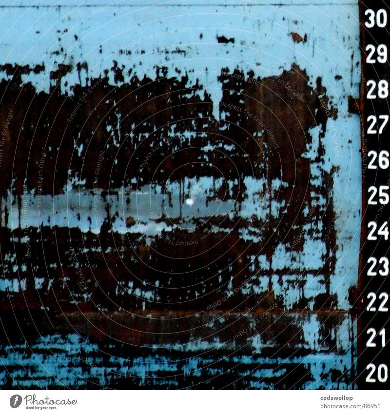 verschleißerscheinung Logo Wasserfahrzeug abstrakt Typographie Hintergrundbild graphisch Rust Muster Ziffern & Zahlen Hafen Industrie wear and tear signage