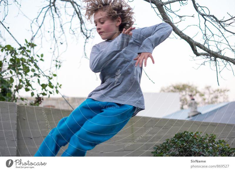 273 [jump!] Mensch Kind schön Freude Wand Leben Junge Mauer Spielen Garten fliegen springen Freizeit & Hobby Häusliches Leben wild Kindheit