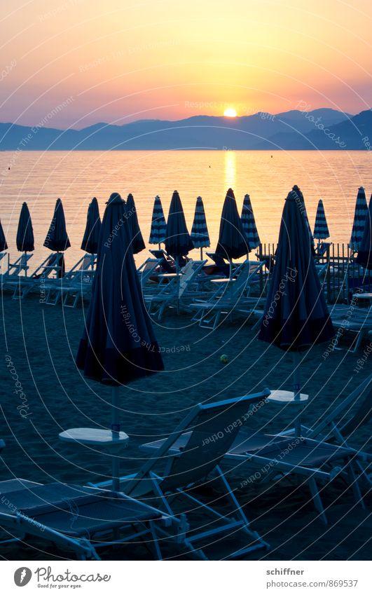 Gruppenkuscheln zum Sonnenuntergang Freizeit & Hobby Ferien & Urlaub & Reisen Tourismus Sommer Sommerurlaub Sonnenbad Strand Meer Landschaft Himmel