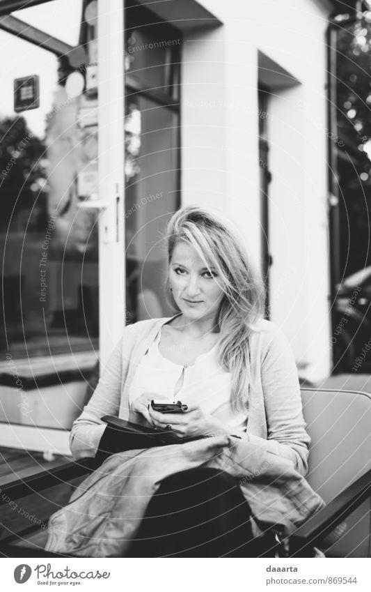 Anna Lifestyle Stil Design Freude Wellness Leben harmonisch Abenteuer Freiheit Veranstaltung Feste & Feiern feminin Umwelt Natur Haus Fenster Haare & Frisuren
