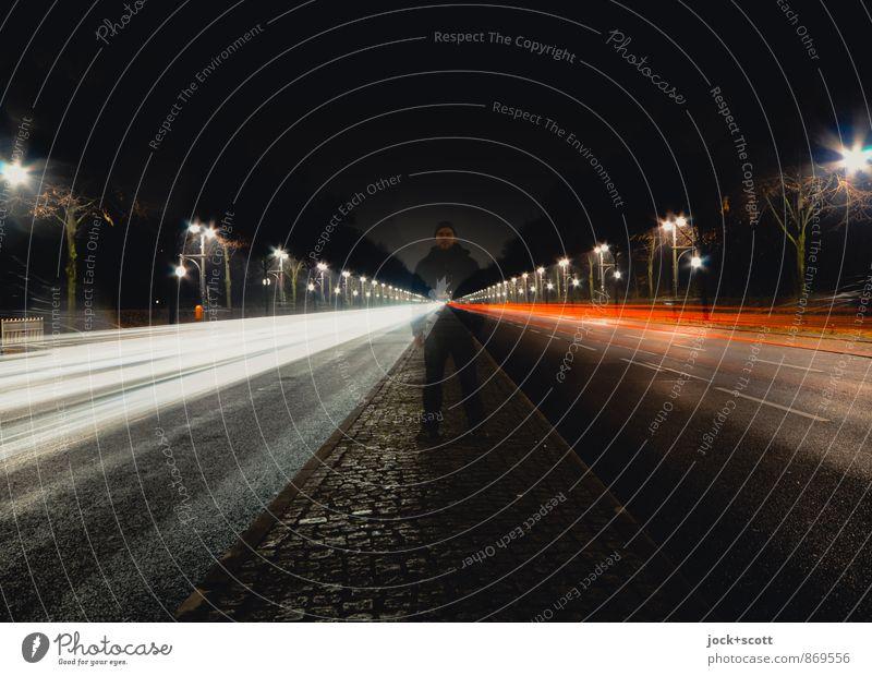 17. Juni bei Nacht Straße Mittelstreifen leuchten stehen kalt Identität Mittelpunkt Mobilität Symmetrie Doppelbelichtung Leuchtspur geistreich