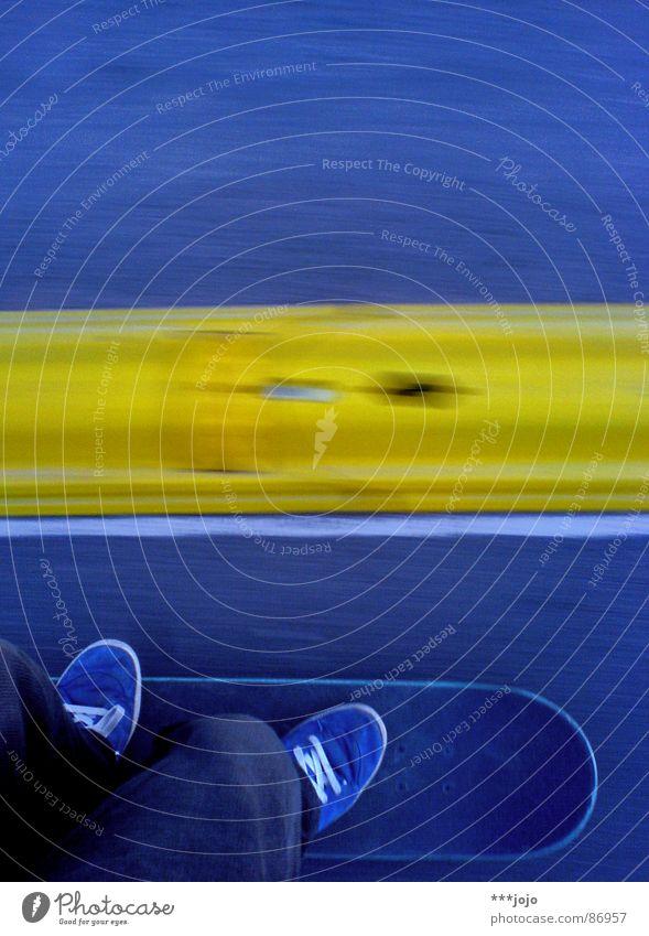 Lenkgeometrie {f} mit negativem Lenkrollradius... blau-gelb Skateboarding Schuhe Halfpipe Geschwindigkeit Geschwindigkeitsbegrenzung Beschleunigung Sport