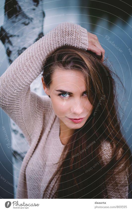 frecher Smiley Ieva Lifestyle elegant Stil Freude Freizeit & Hobby Abenteuer feminin Junge Frau Jugendliche Wasser Baum Pullover Haare & Frisuren Blühend