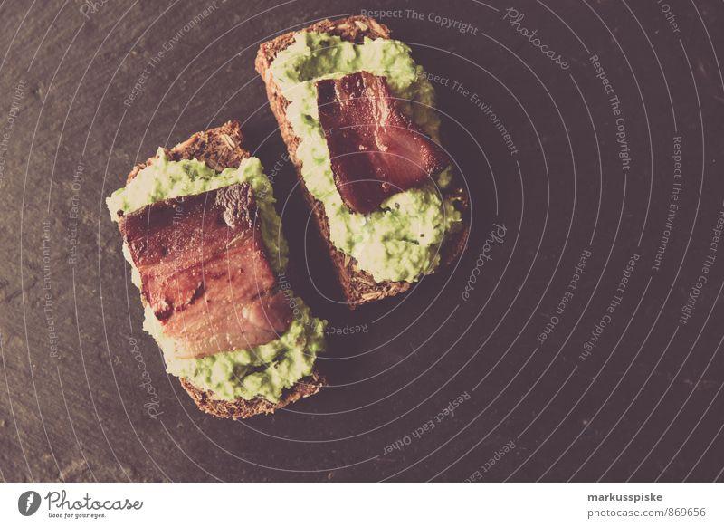 erbsenpüree mit gebratenen speck Lebensmittel Wurstwaren Gemüse Salat Salatbeilage Getreide Kräuter & Gewürze Öl Erbsen Speck Brot Brotbelag Ernährung Essen